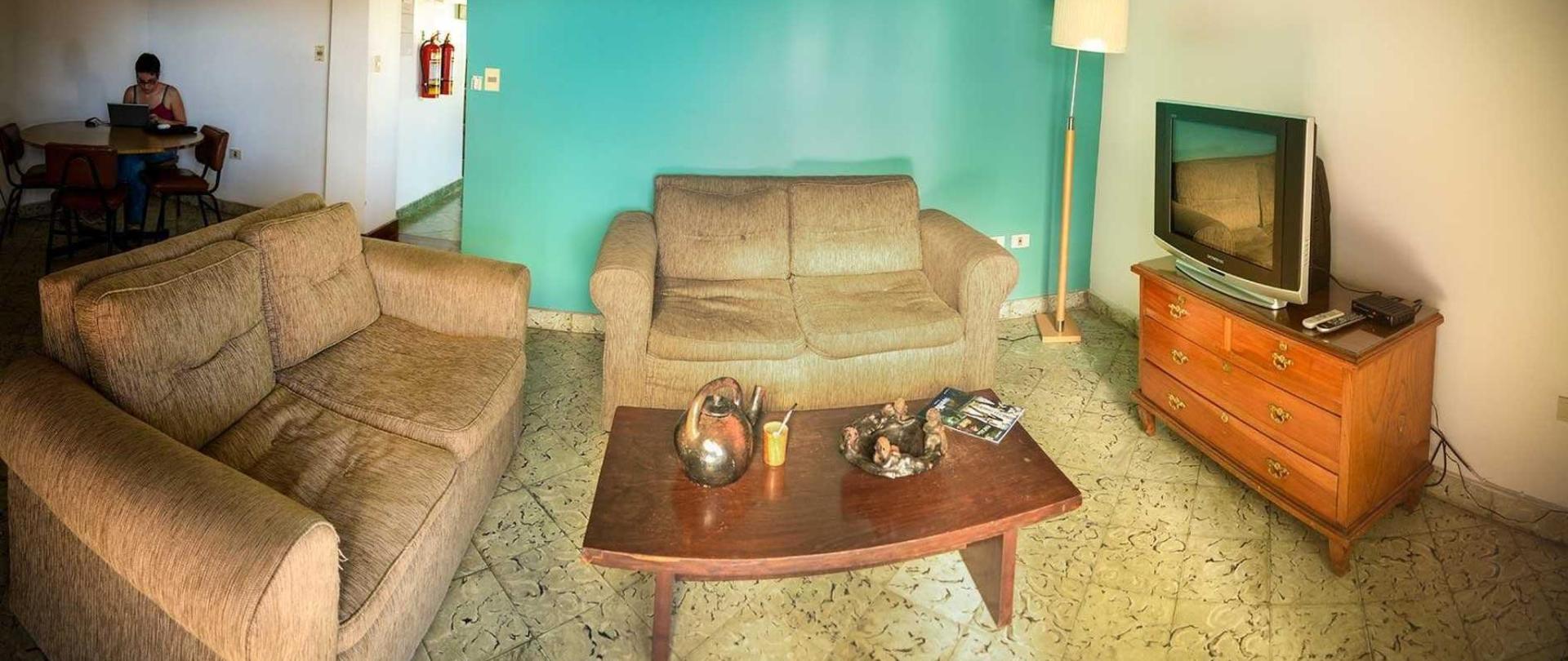ara23-panoramica-sala-tele.jpg