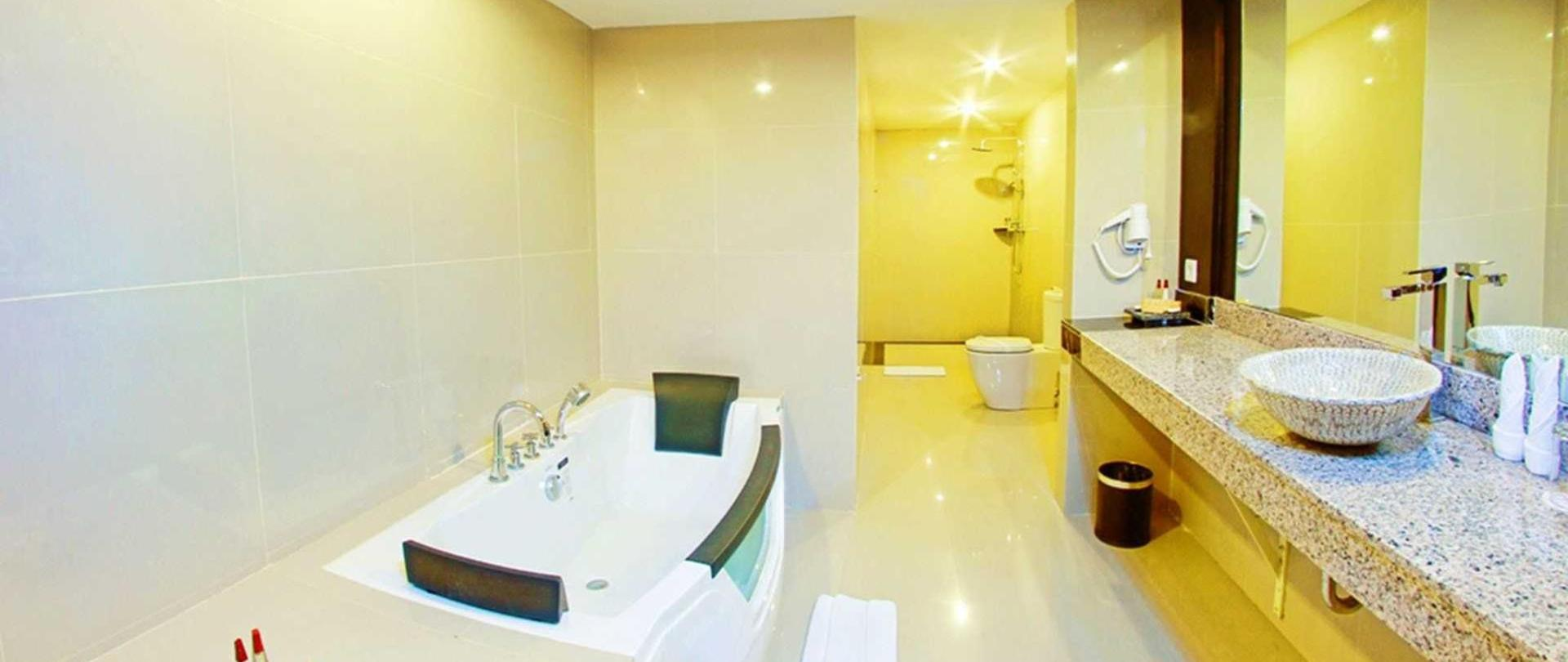 18-penthouse-bathroom.jpg