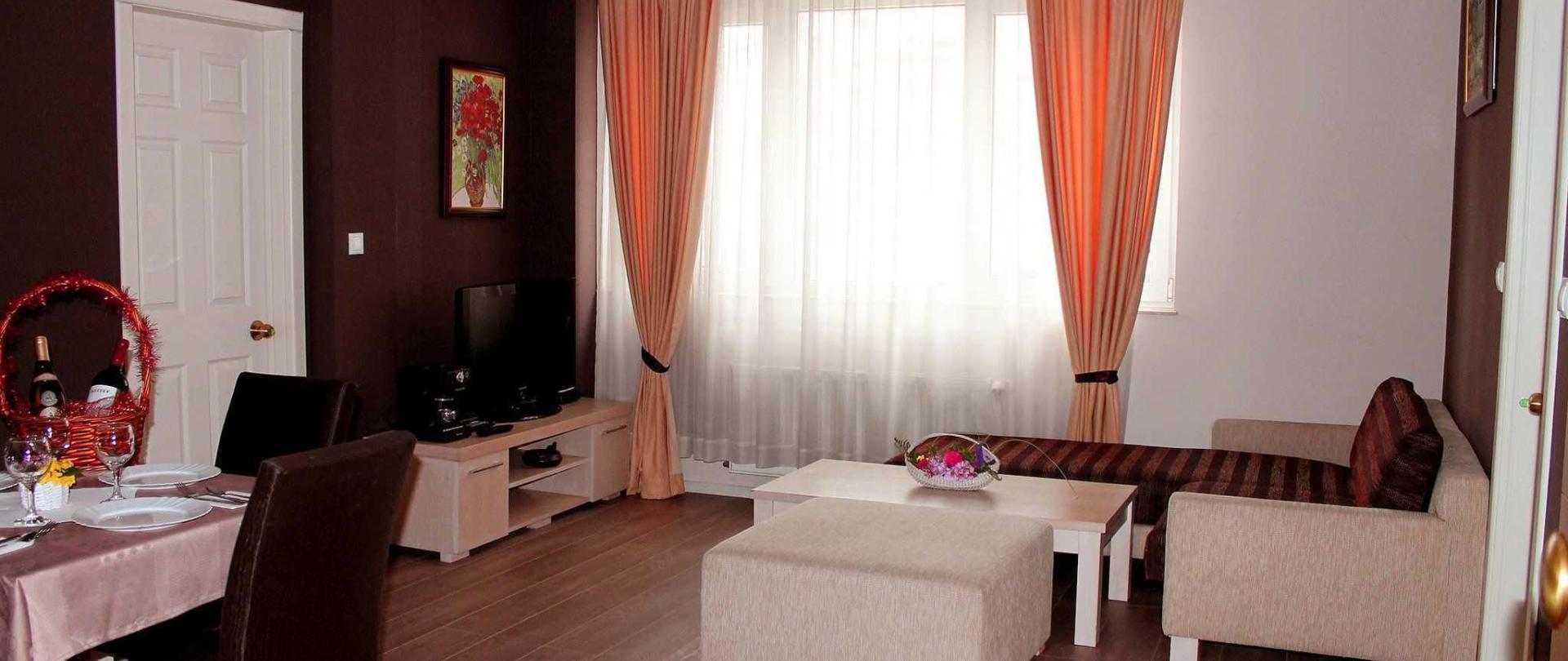 1-livingroom-a.jpg
