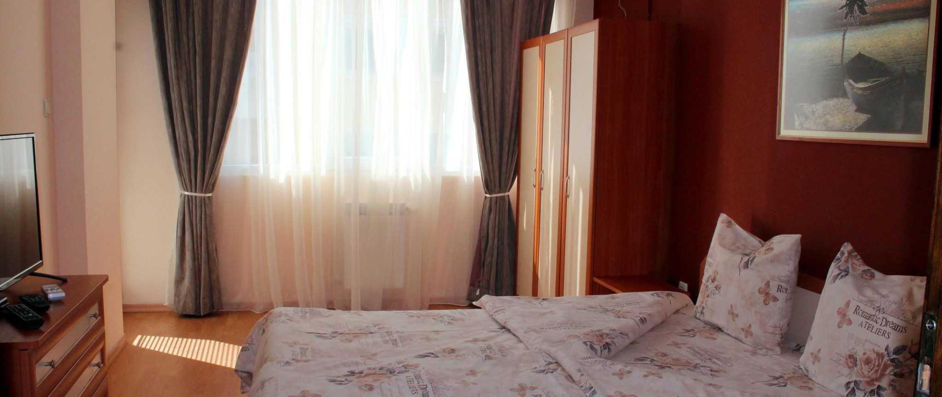 v6-sleeping-room-b-10.jpg
