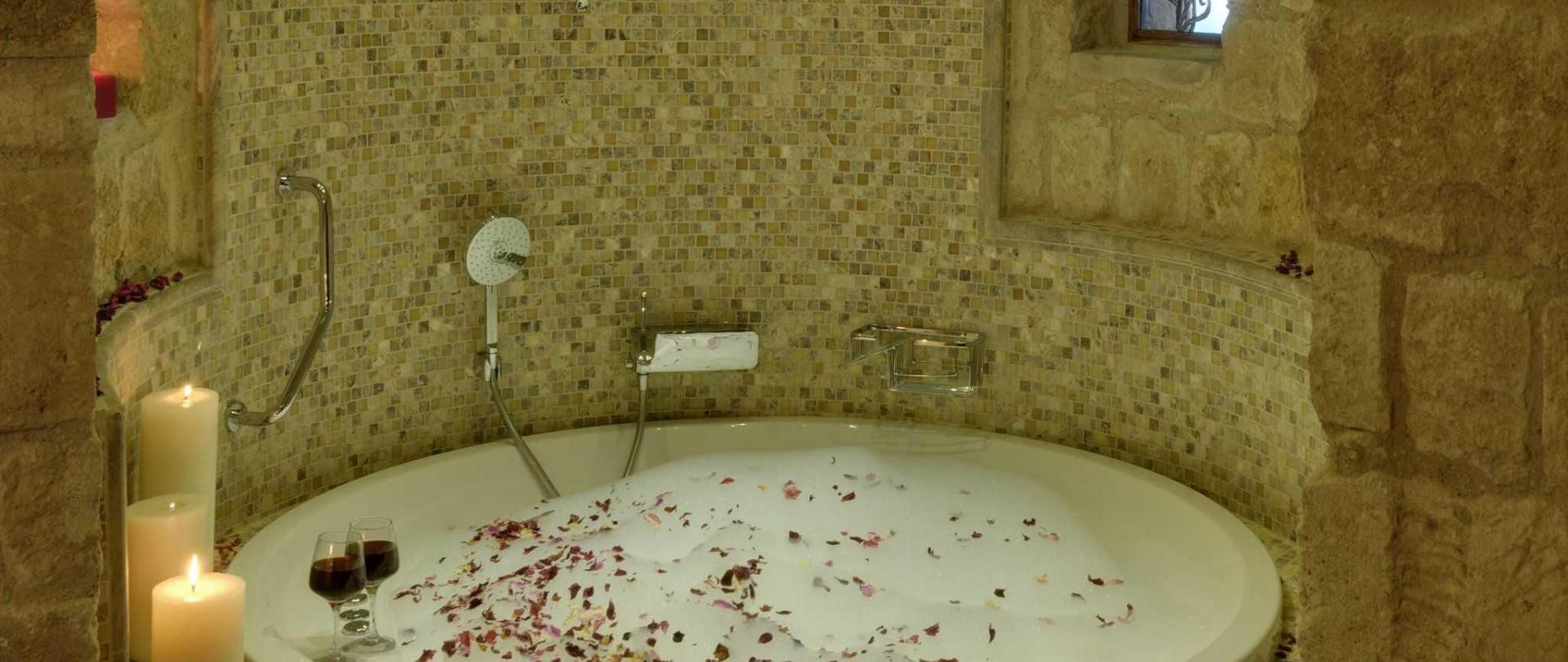 301-gaudi-splendid-suite-26.jpg