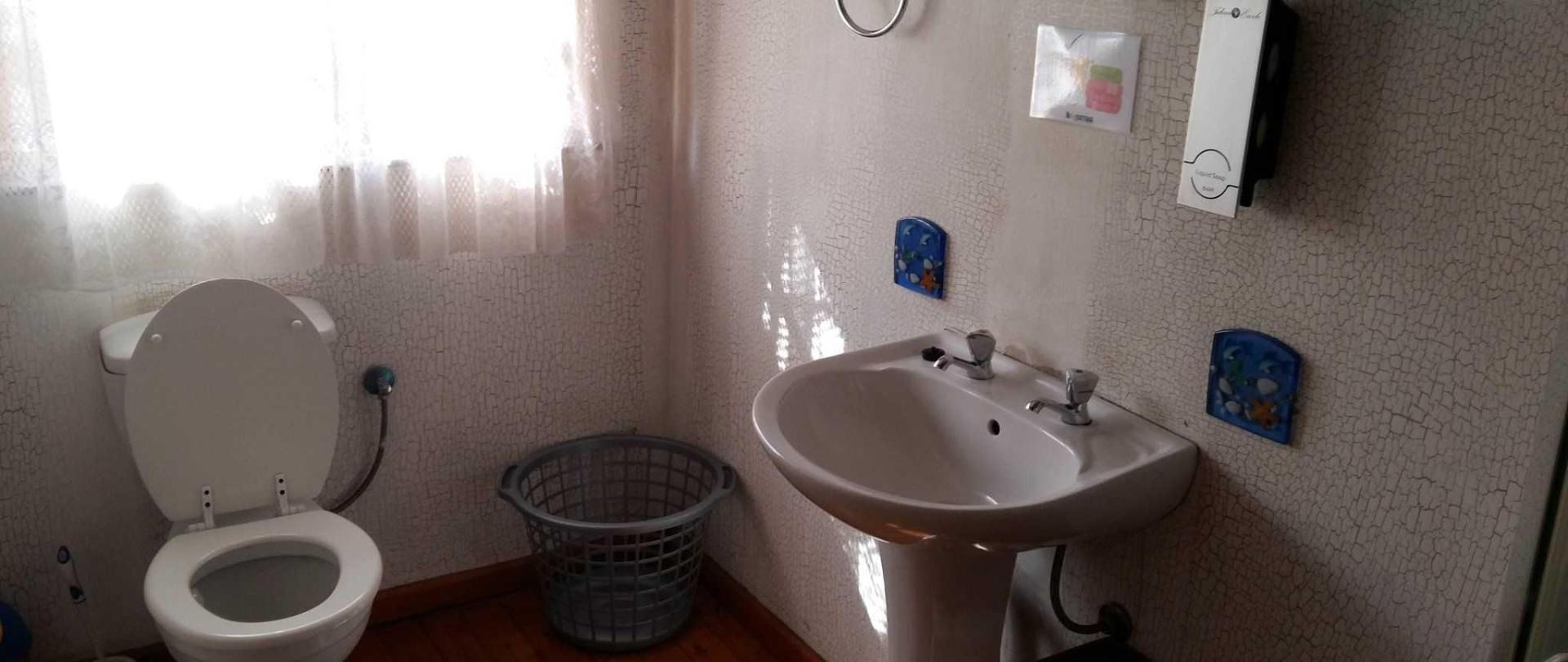 the-cottage-bathroom-1.jpg