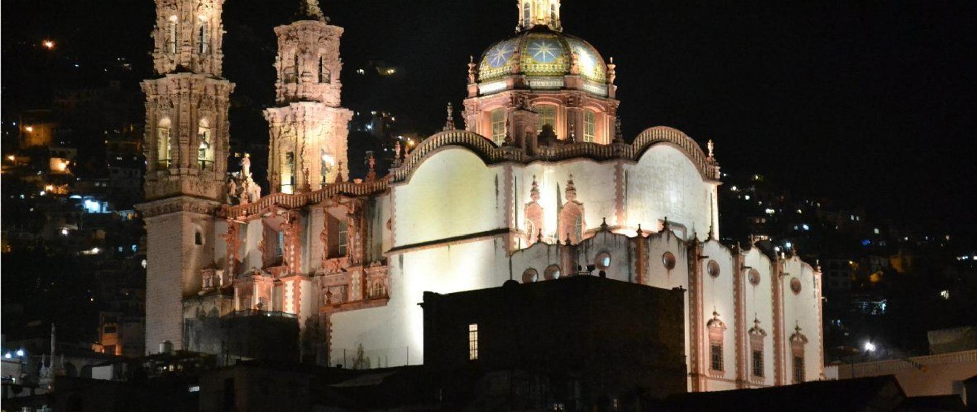 Santa Prisca at night