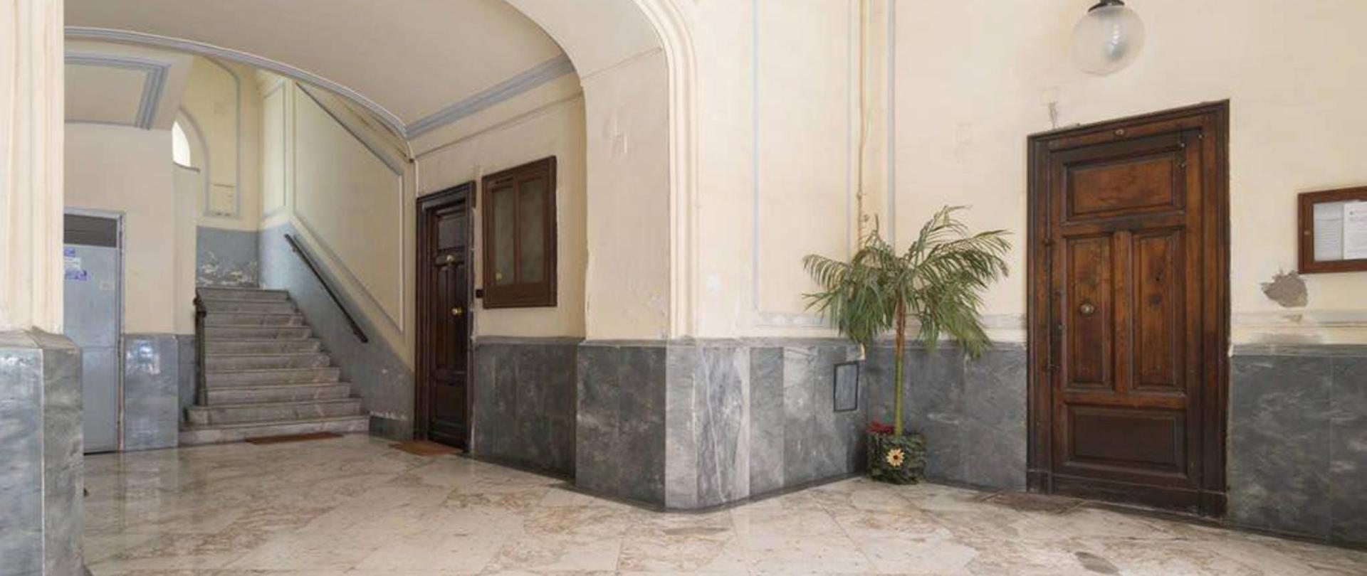 entrata-palazzo.jpg