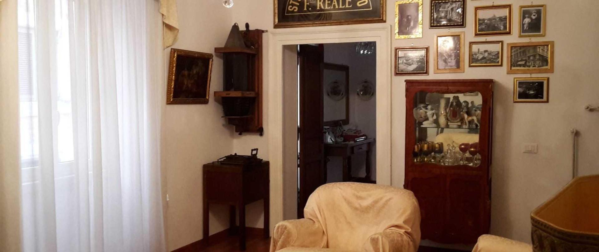 gold-salone-1-2.jpg