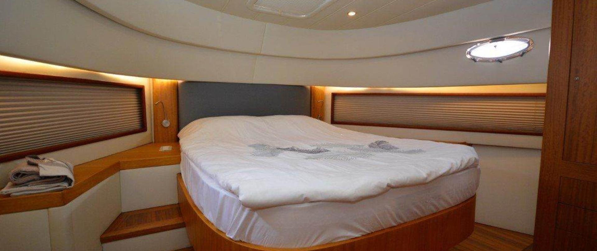 yacht-bedroom-3-2.jpg