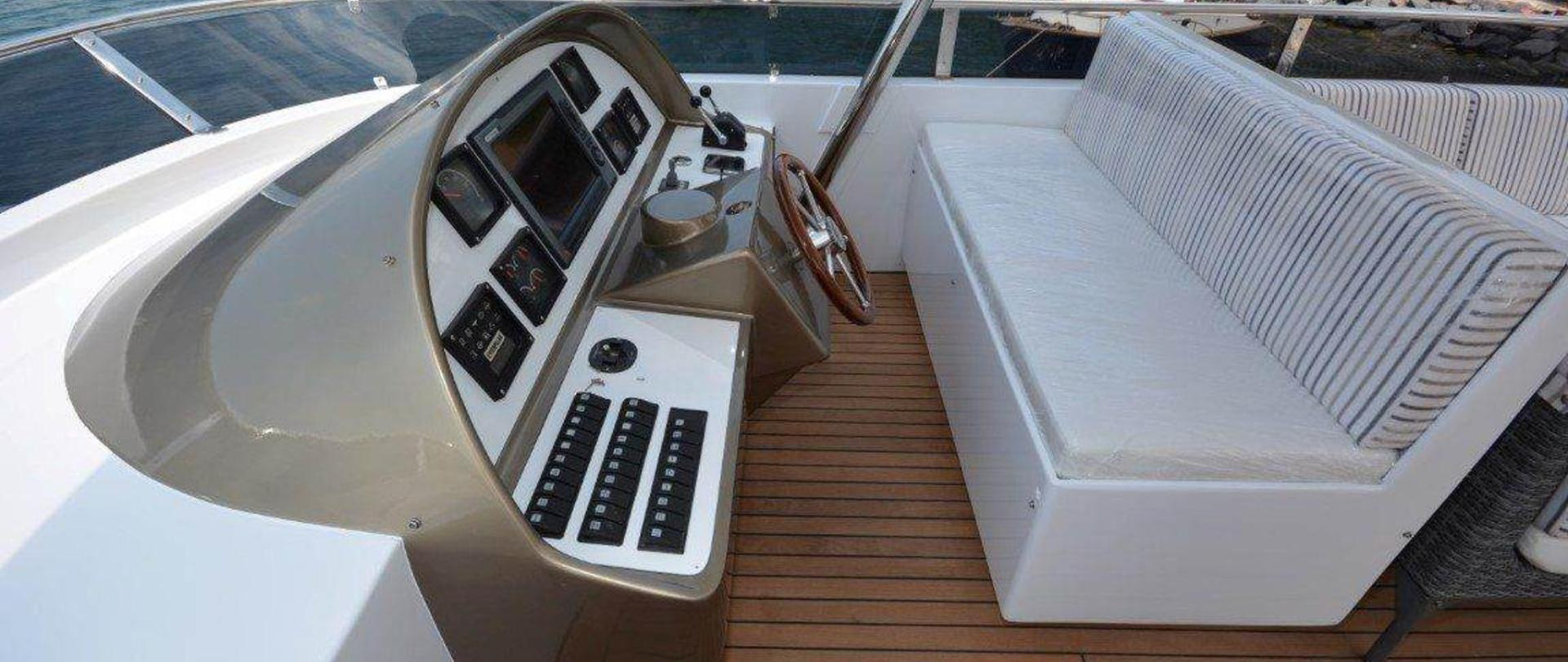 yacht-2-2.jpg