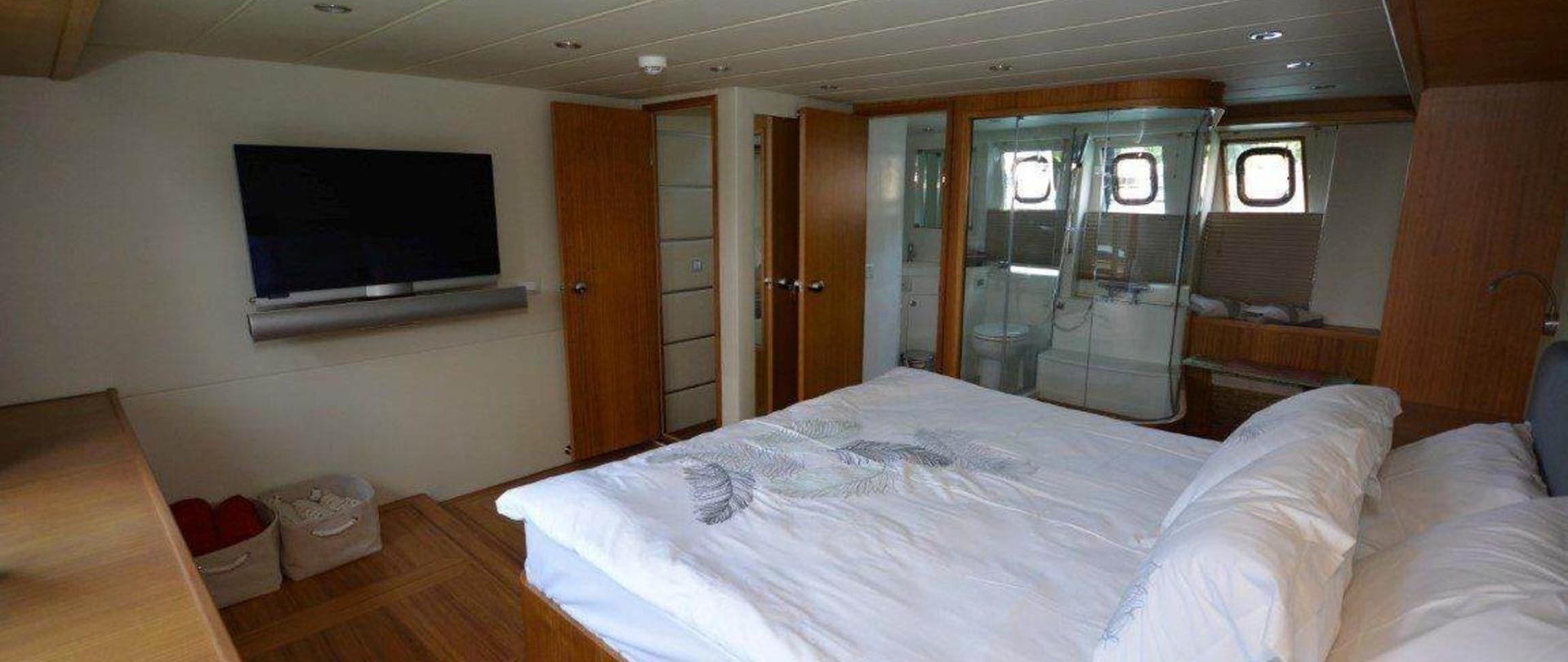 yacht-1-2.jpg