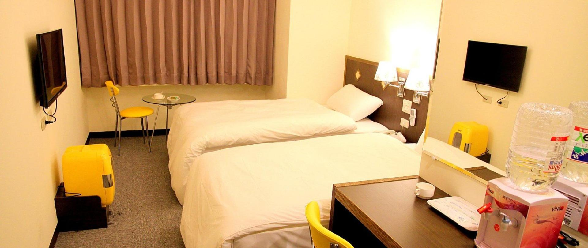 melodyhotel-room3.jpg