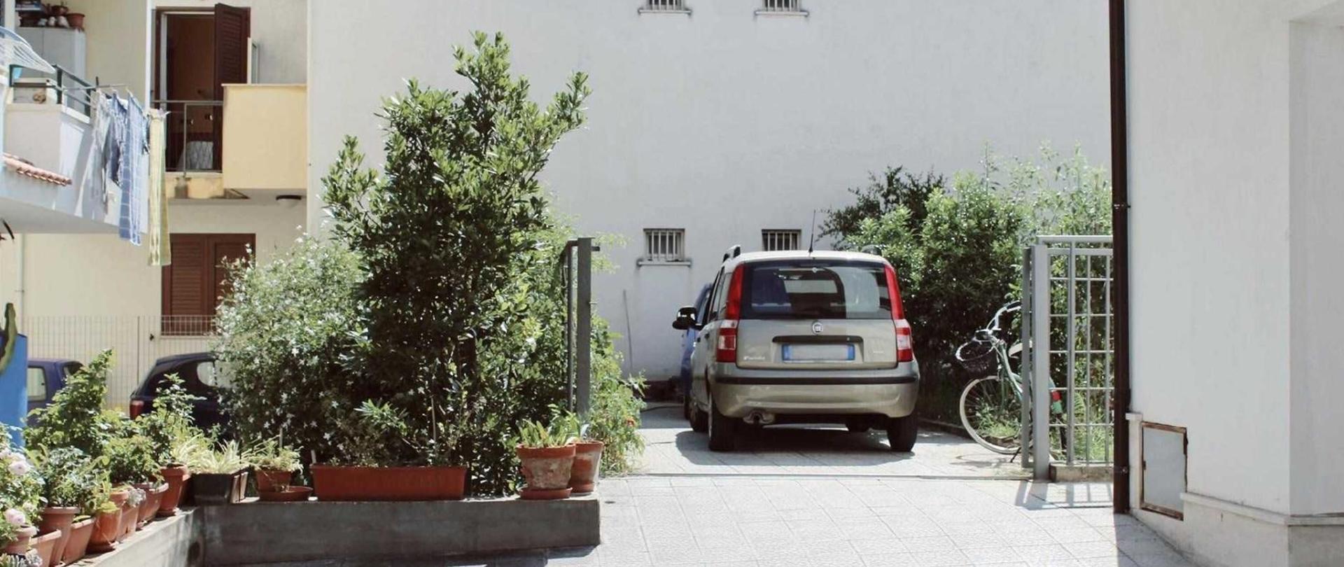 parcheggio-interno-beb-sirio.jpg
