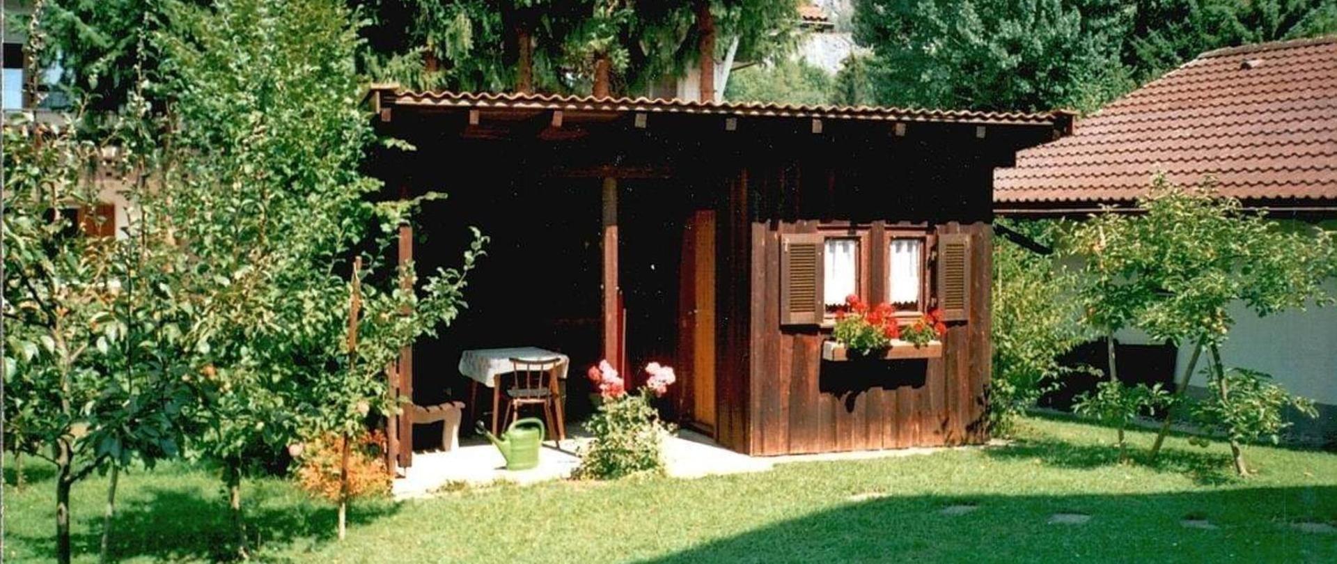 Gartenhaus mit Grill