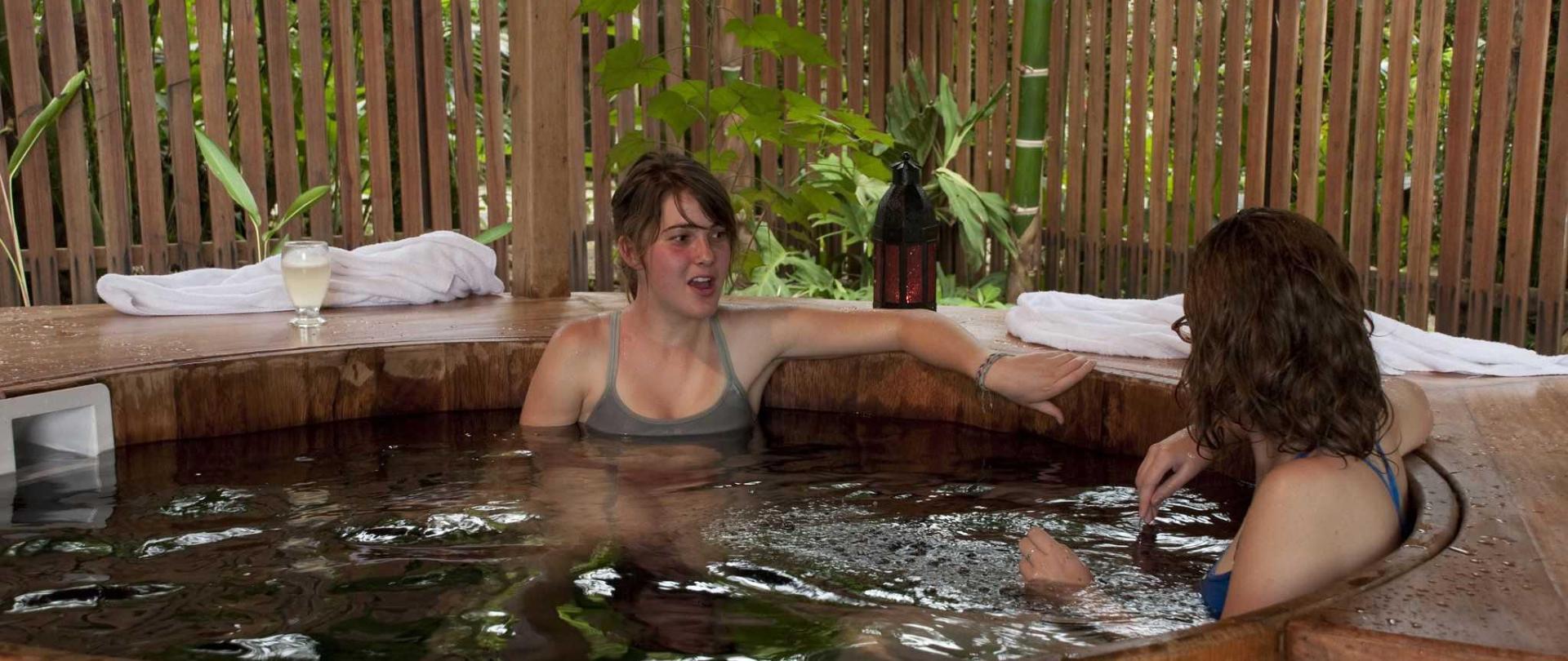 hot-tub-y-jardin.jpg