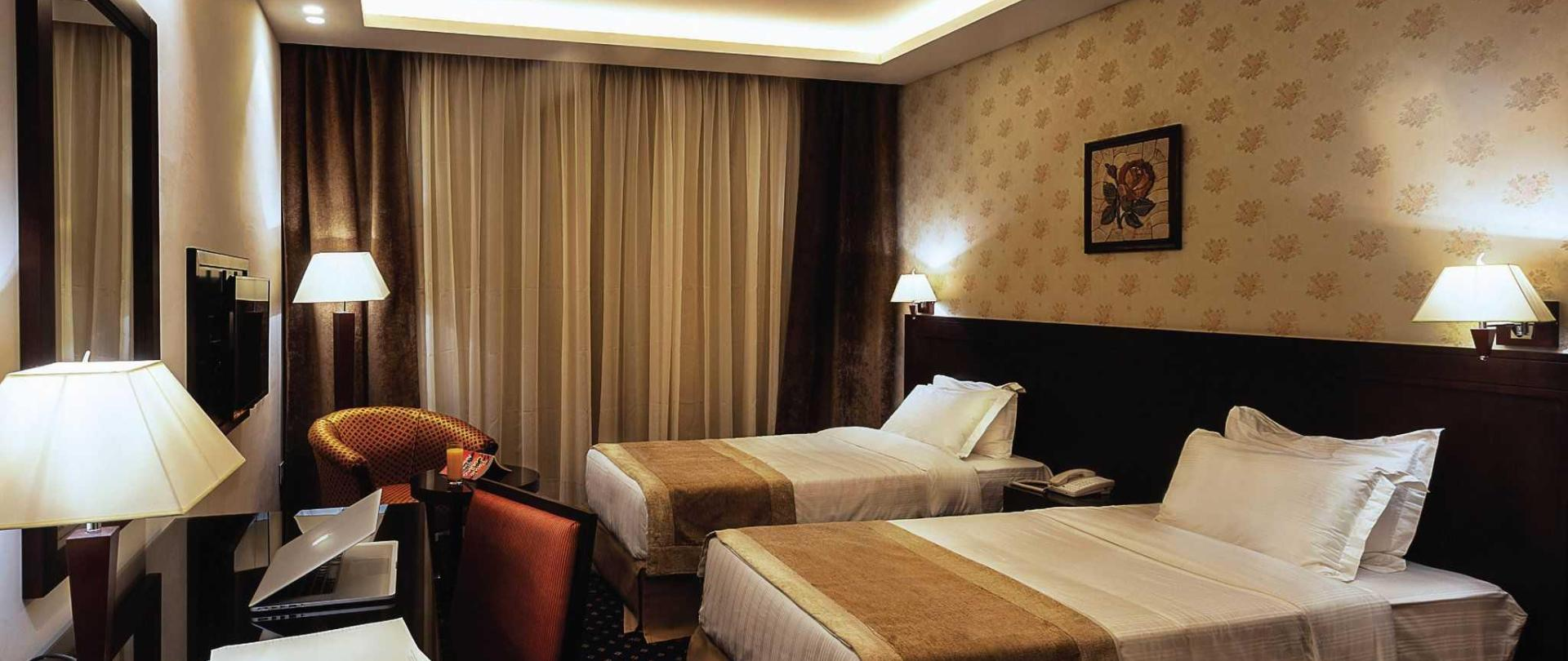 seven-roses-rooms-10.jpg