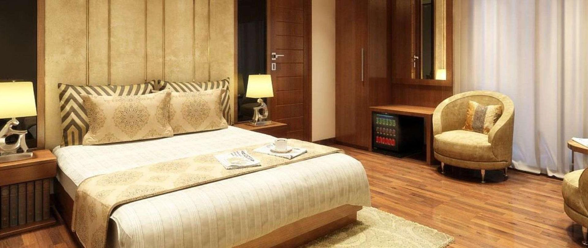 grand-ffour-room-1.jpg