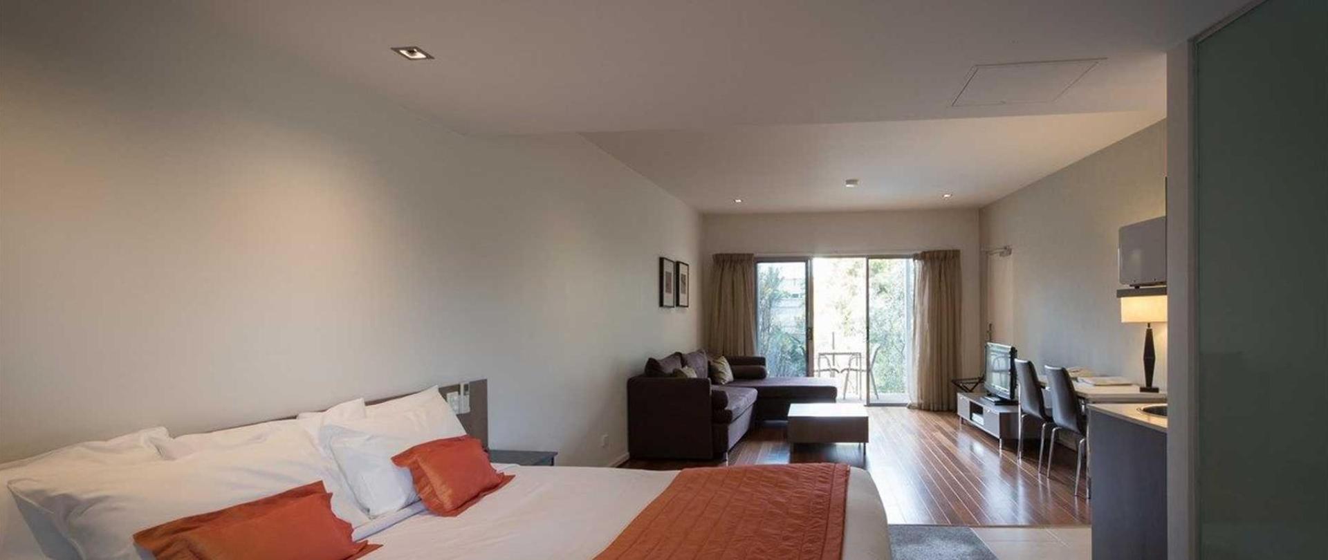 Queen suite in Poolside.jpg