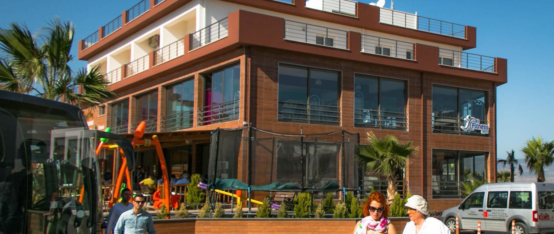 Long Beach Holiday Homes