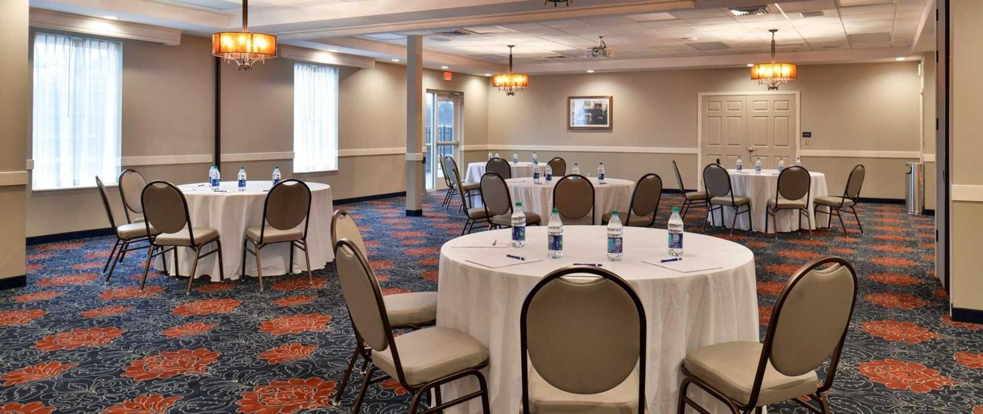 Omattox Inn And Suites