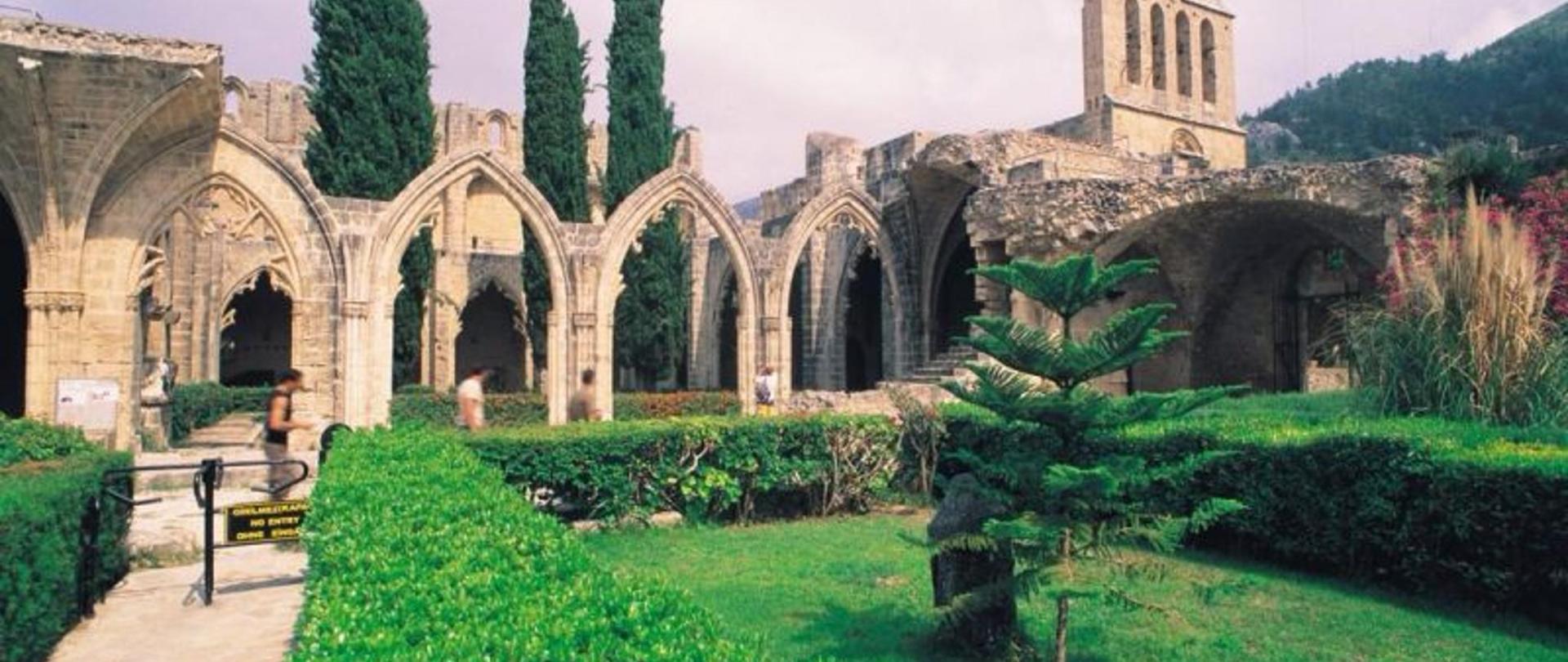 Bellapais Manastırı.jpg