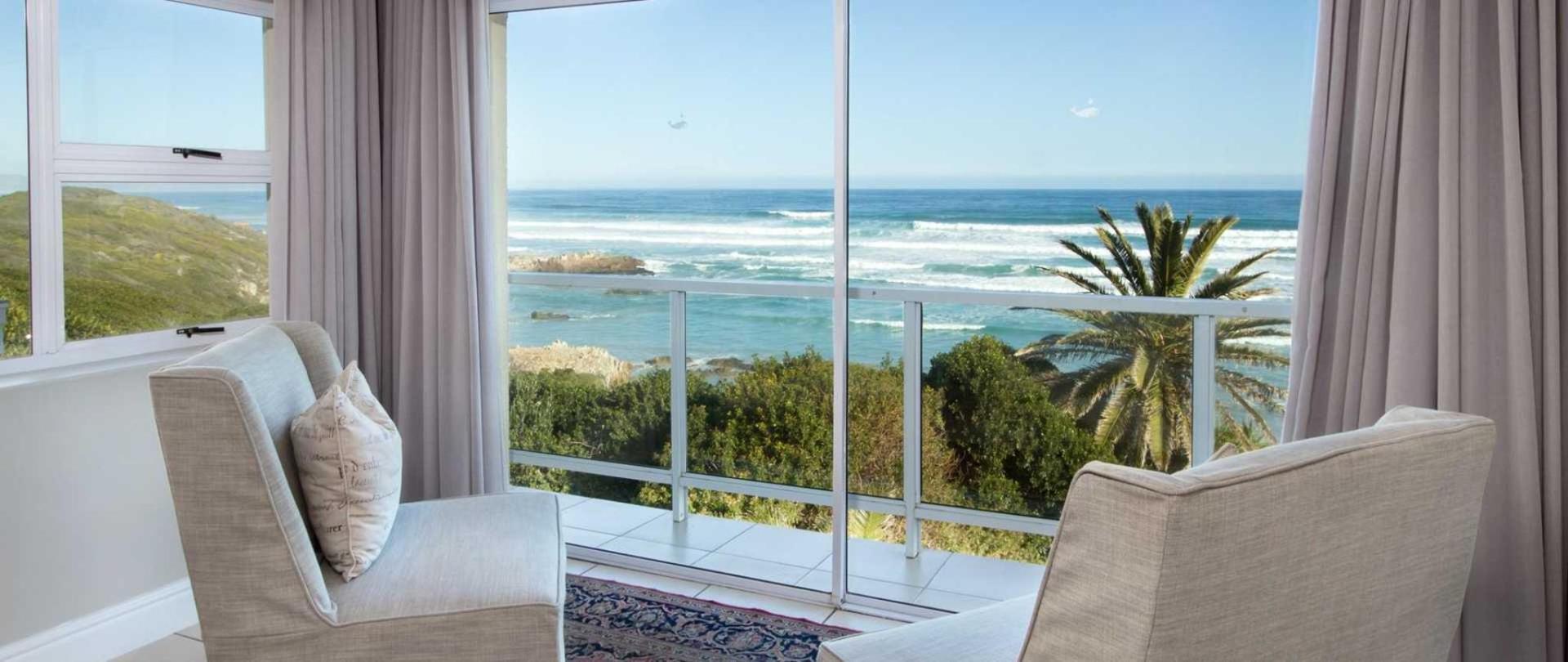 Hermanus Beachfront Lodge