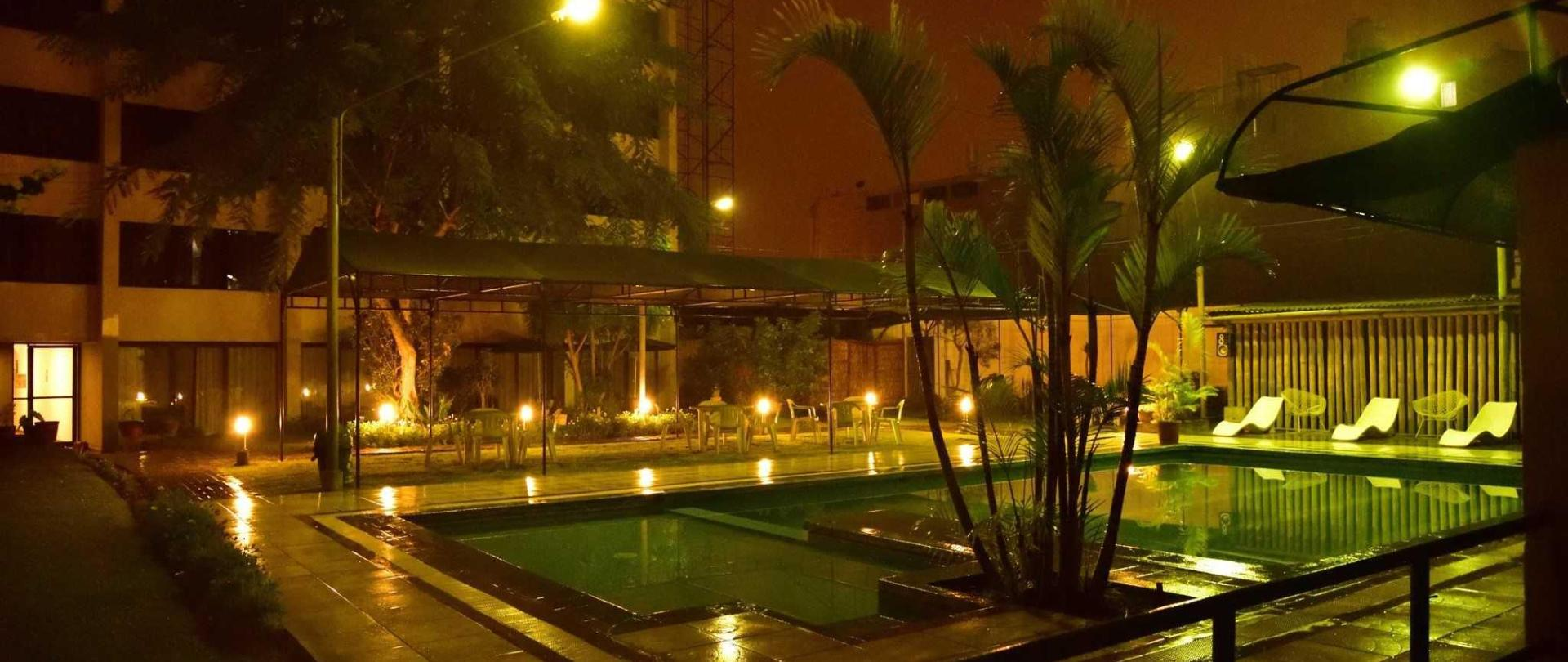 hotel-holiday-suites-3-estrellas-tacna-piscina-1.jpg