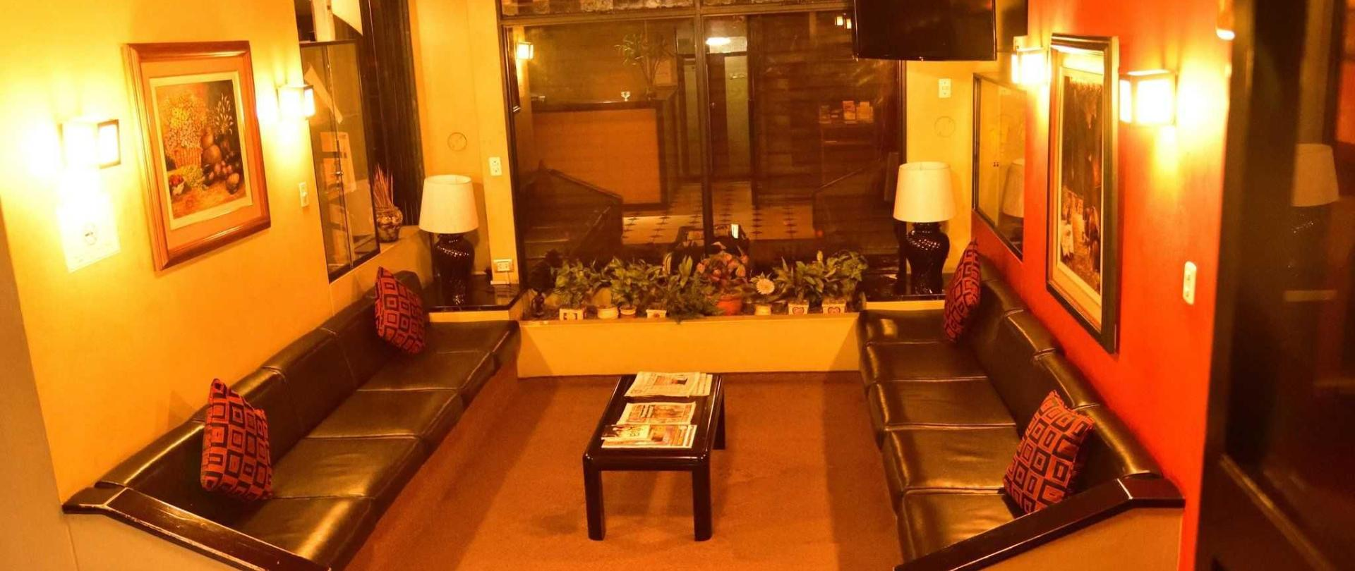 hotel-holiday-suites-3-estrellas-tacna-sala-de-espera-3.jpg