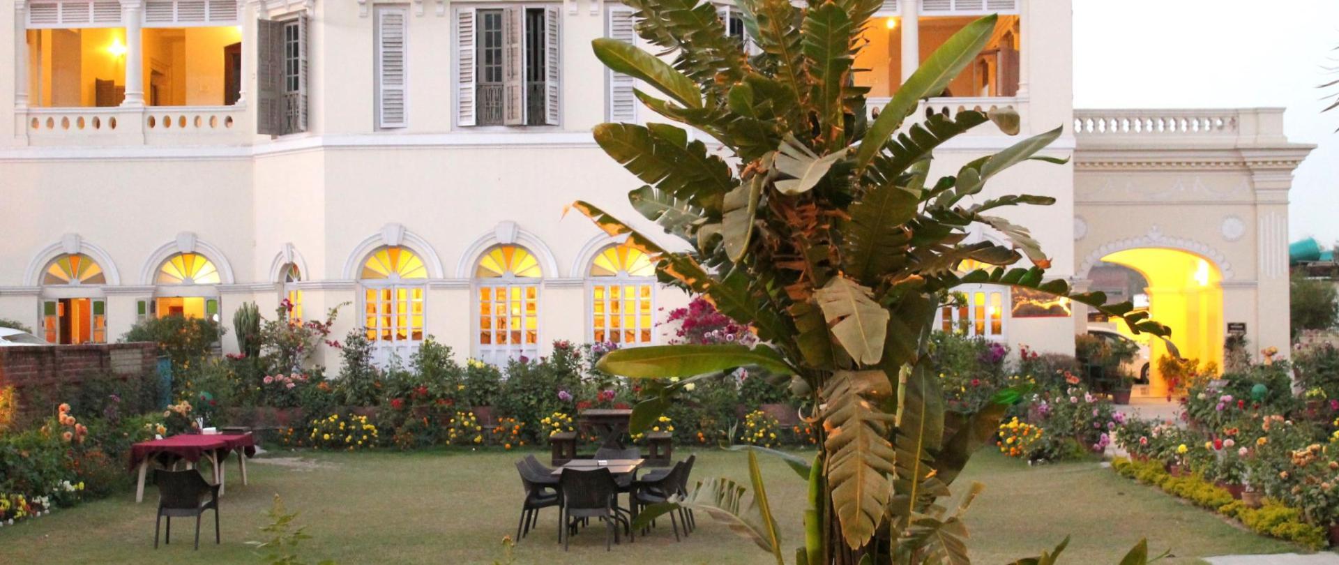 fachada del palacio .jpg