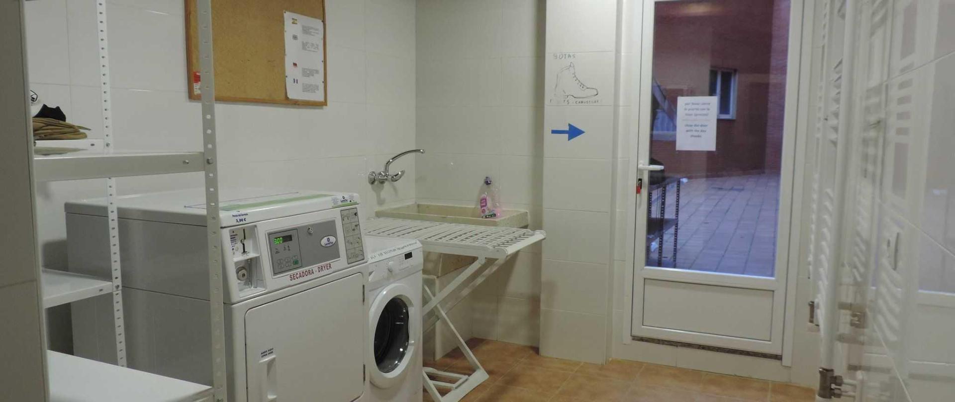Lavandería y patio.JPG