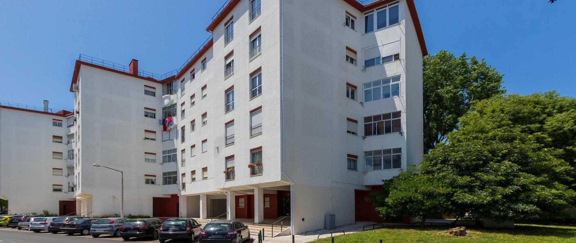 lisbon-airport-hostel_street-1.jpg