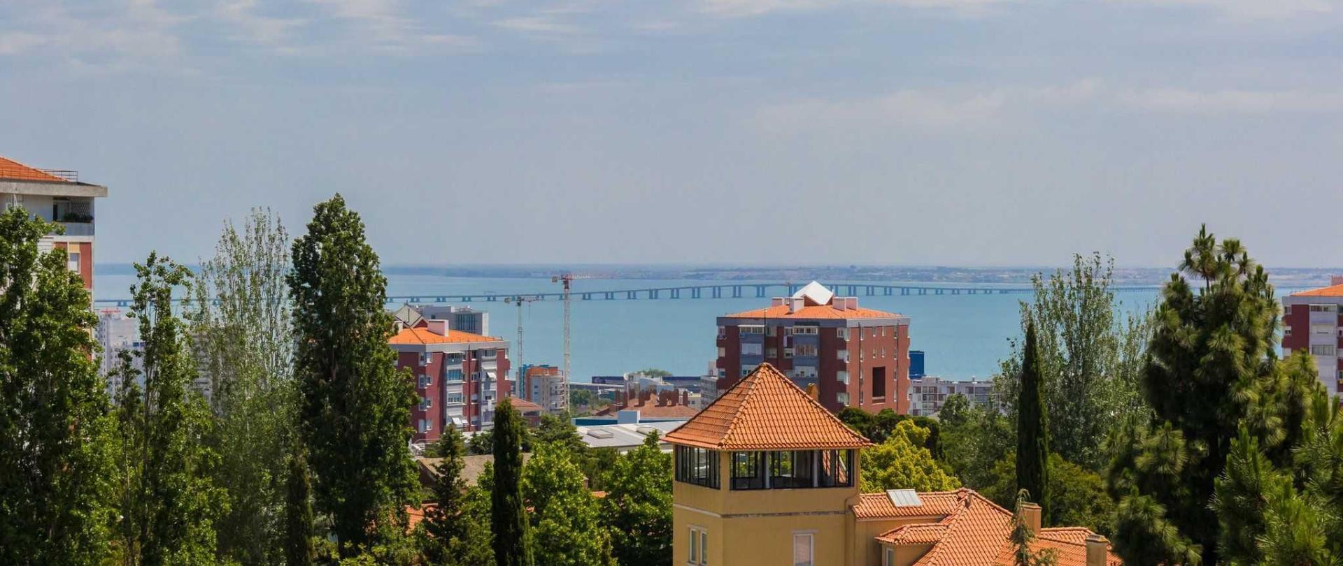 lisbon-airport-hostel_view_2-1.jpg
