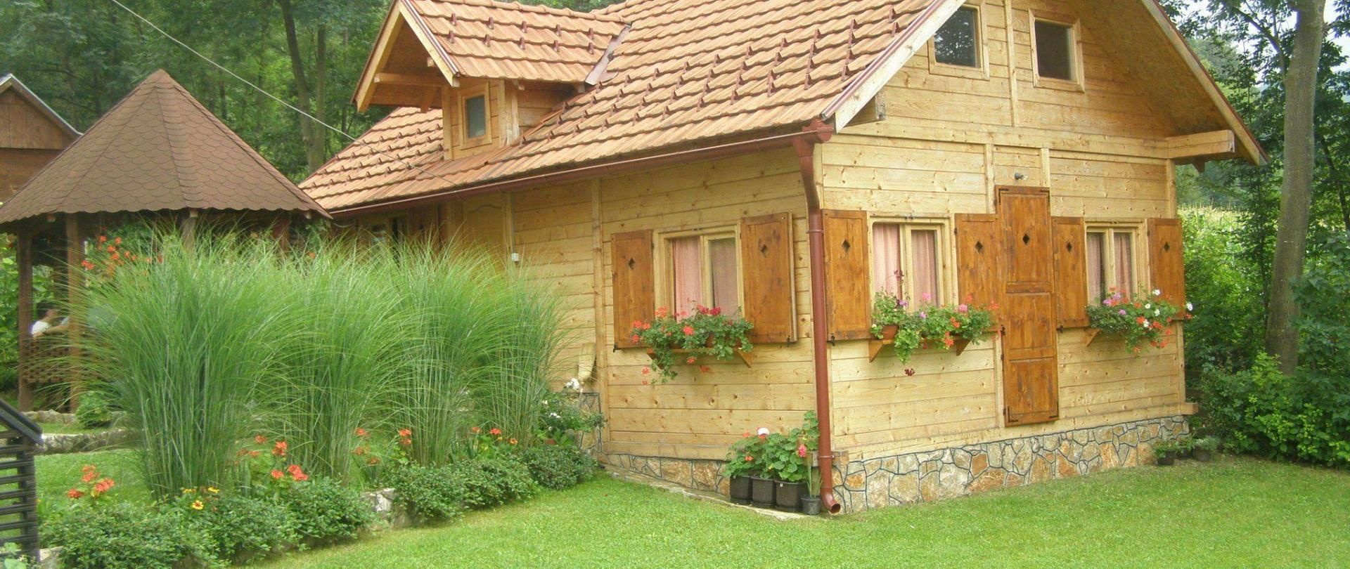 1-wooden-house-main-photo.JPG