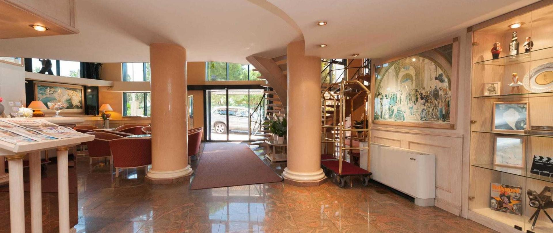 lobby-v9334155-2000.jpg