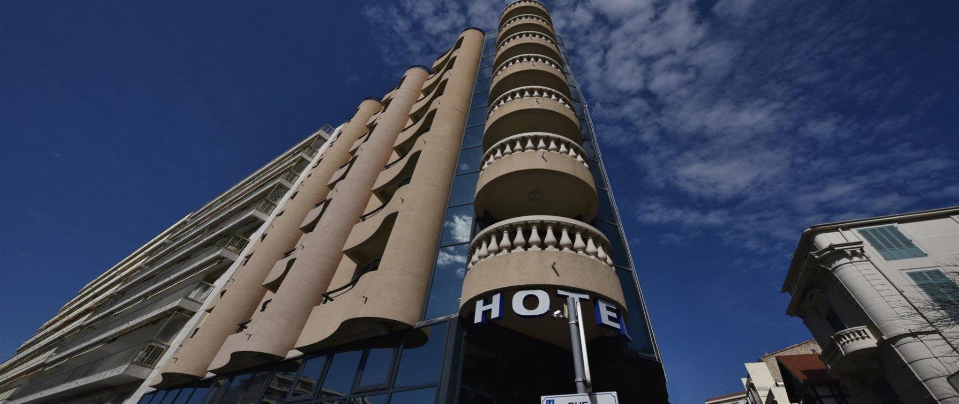 facade-hotel-2-1920-x-1080.jpg