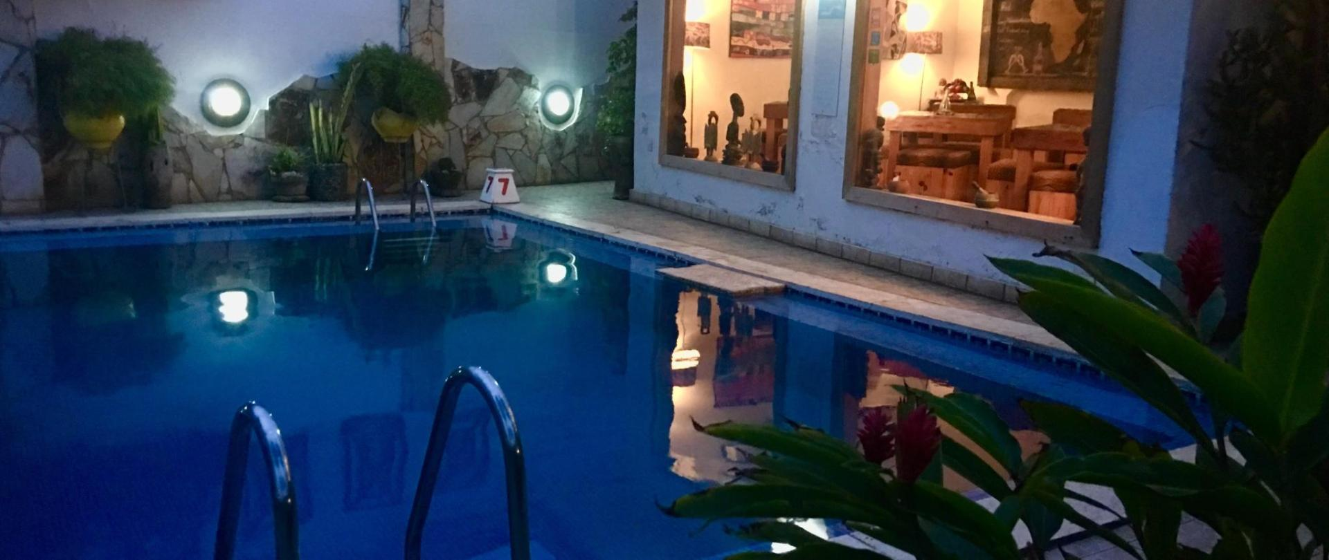piscina noite evening.jpg