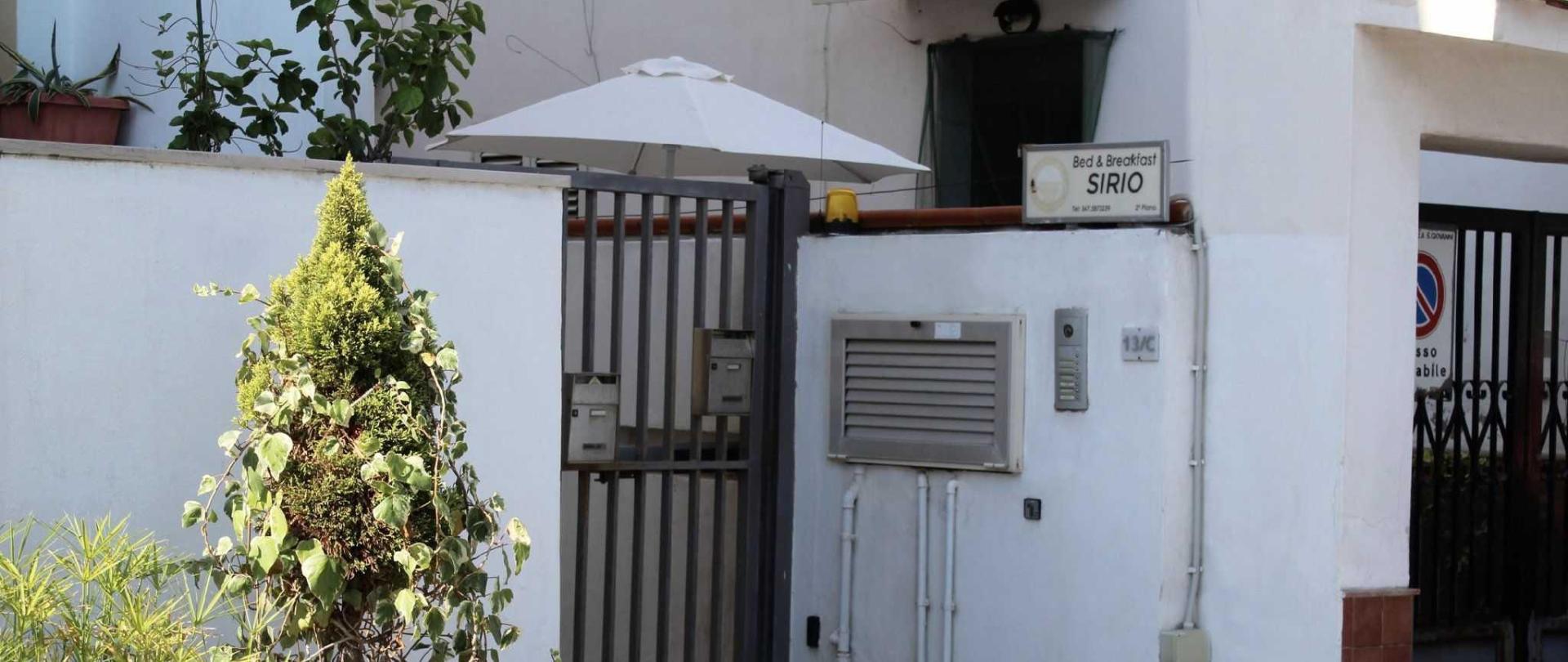 ingresso-via-pescatori-beb-sirio1.jpeg