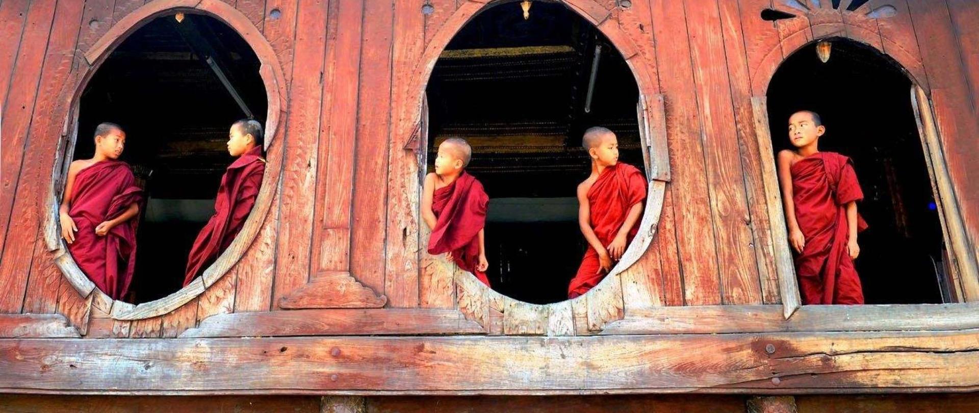 shwe-yan-pyay-monastery-birma-fot-st-bc582aszczyna-30.jpg