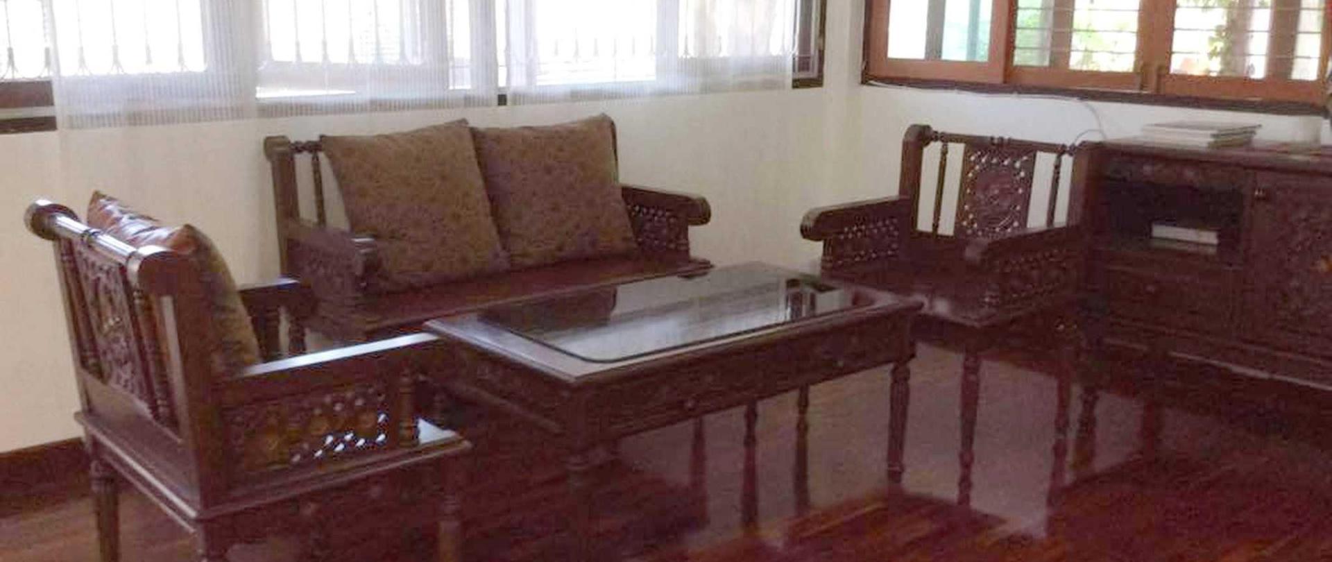 lobby-chair1-enlarge-vdo.jpg