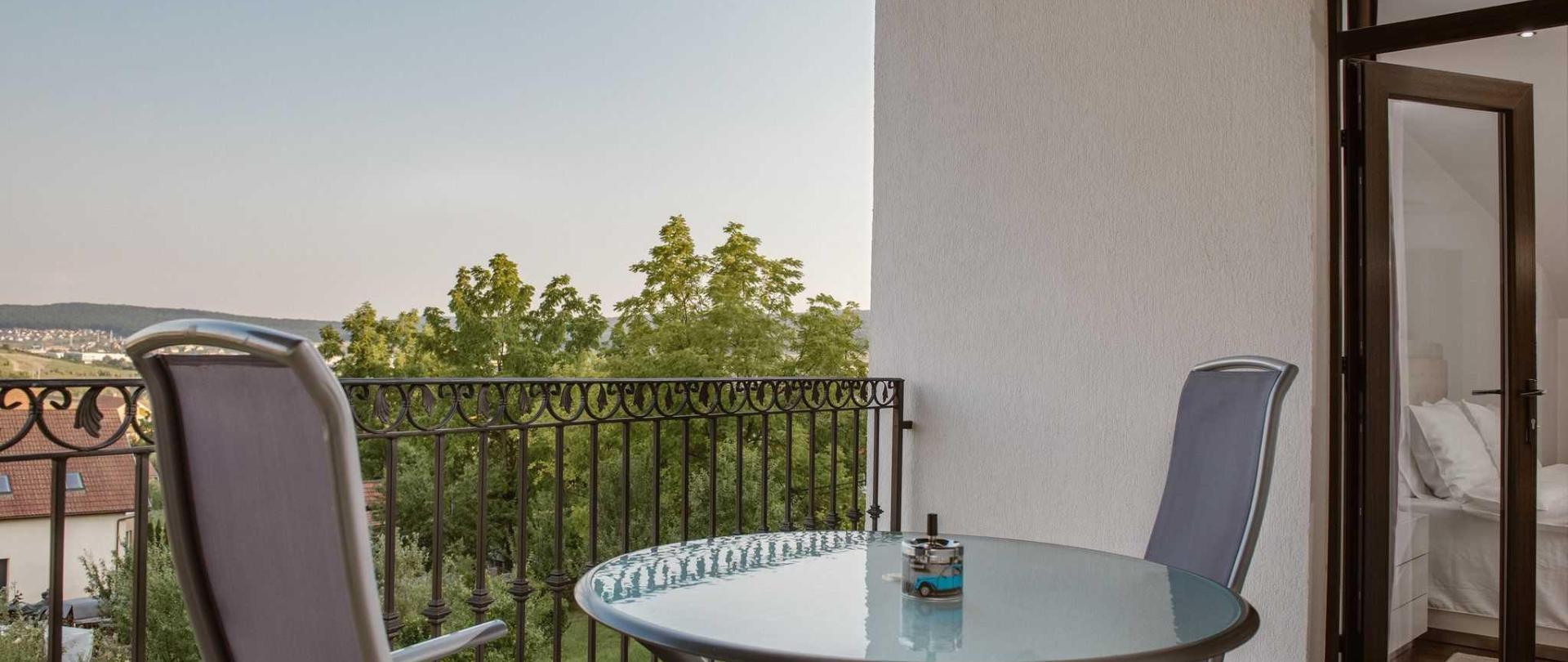 thuild-king-balcony.jpg