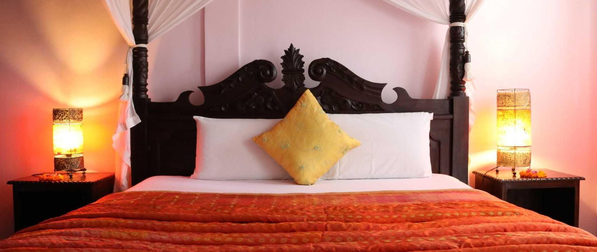 Room/Bed.JPG
