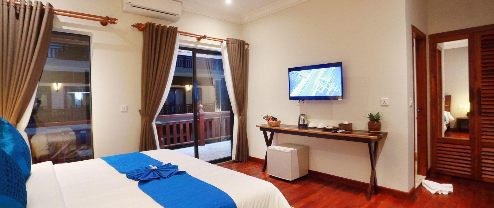 mony-suite-room1.JPG