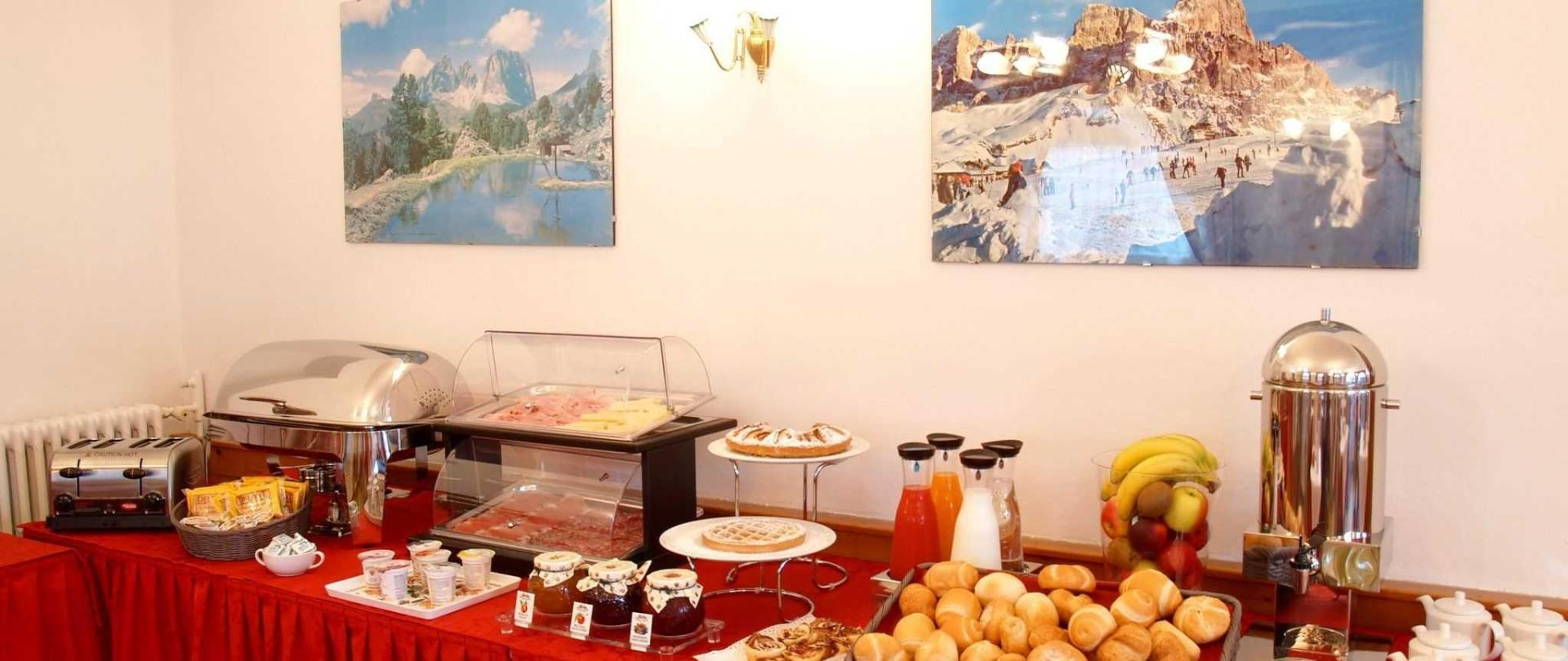 buffet-1.jpg