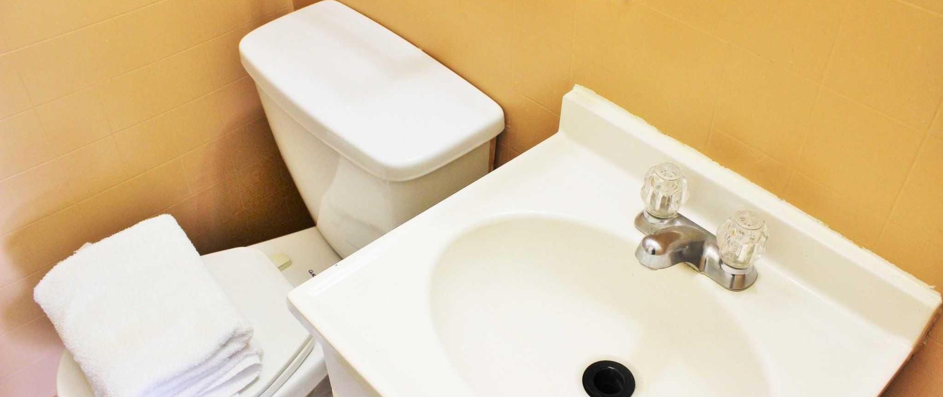 bathroom-motor-inn.JPG
