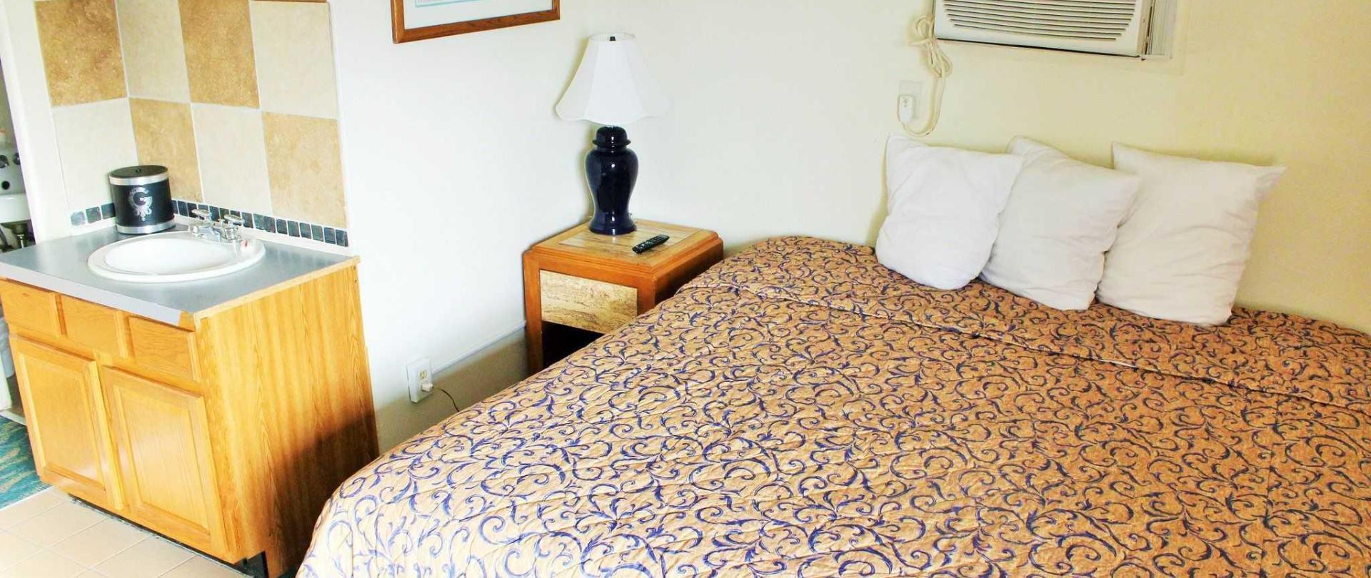 room-203-king-bed.JPG