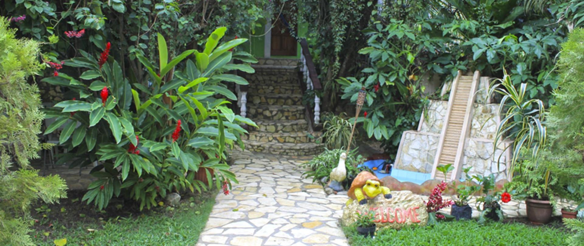 tikal_las_gardenias-1.png