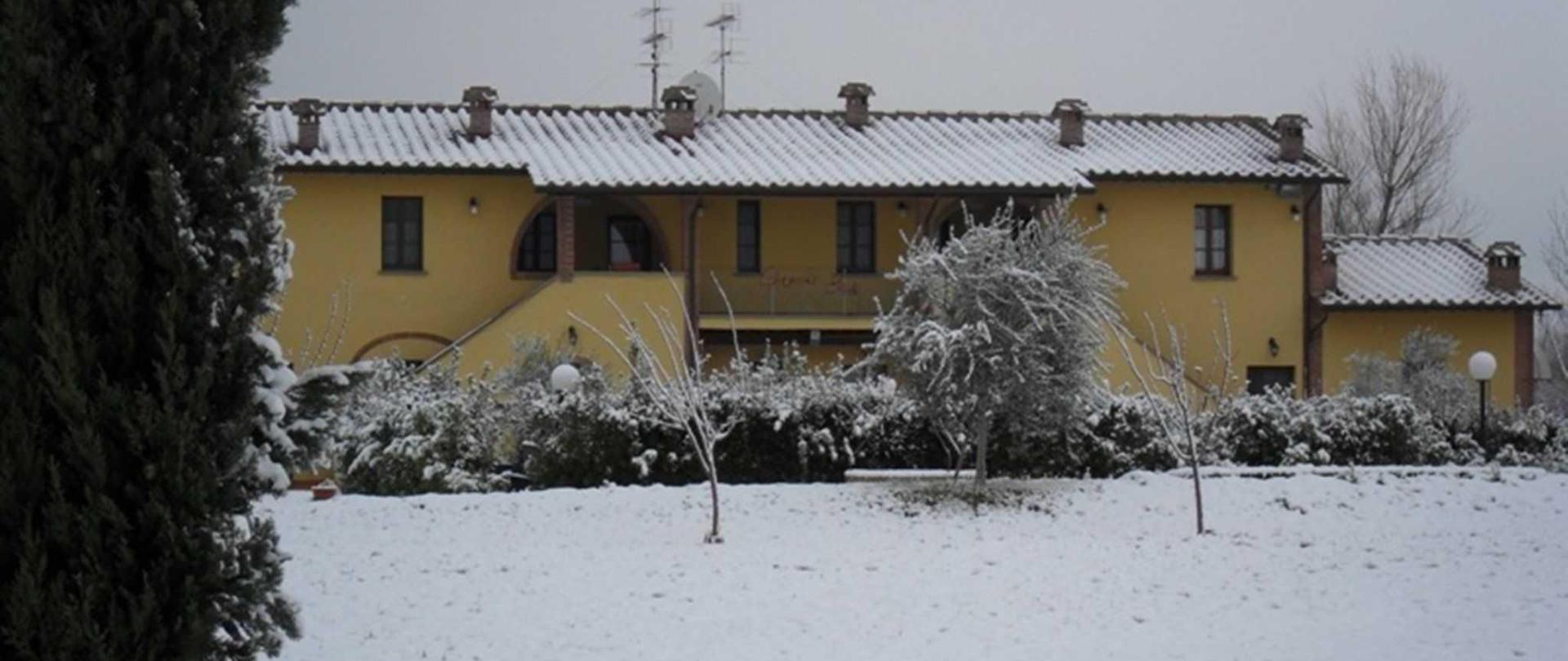esterno-neve.jpg