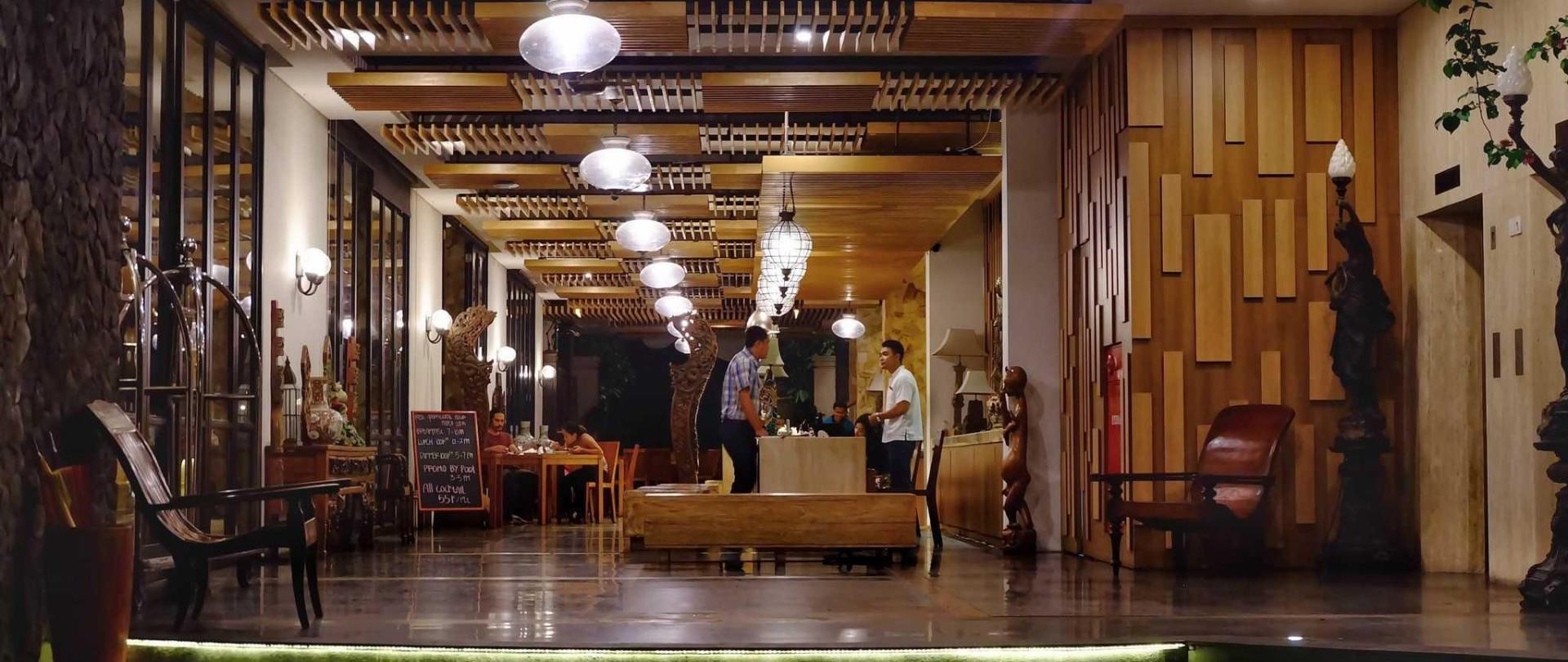 lobby-2-2.JPG