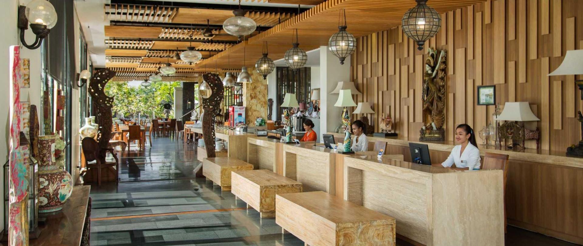 lobby-1-3.jpg