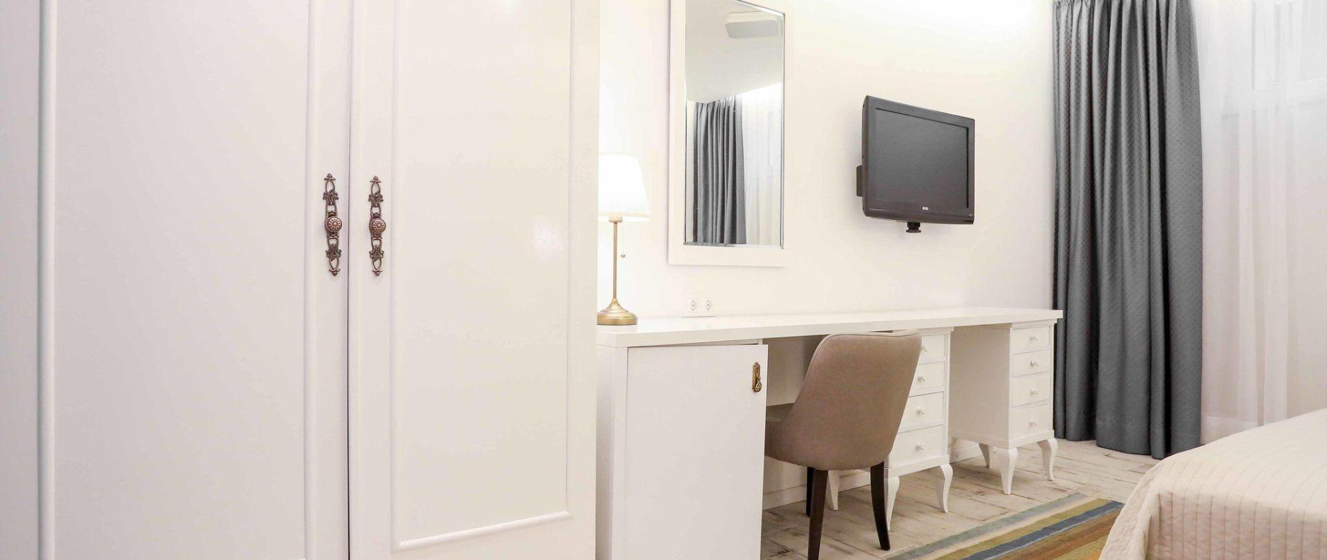 hotel-divan-by-dzenat-drekovic-29-08-2016-2.jpg