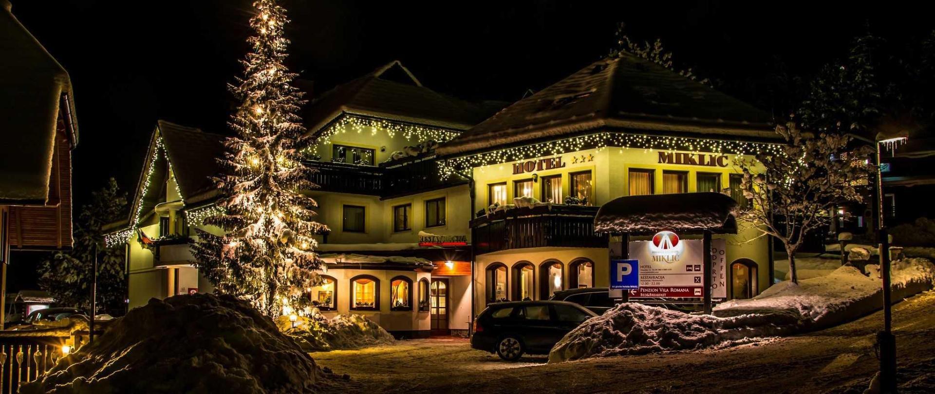 zunanjost-hotel-miklic-zimska-2017-nocna-by-kosir-bogomir.JPG
