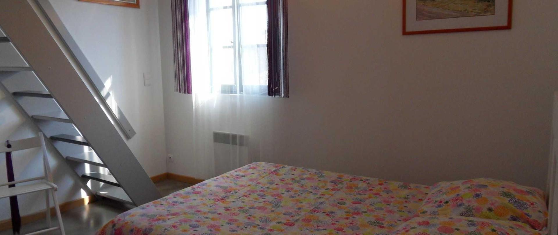 chambre-lamanou-en-duplex-1.JPG