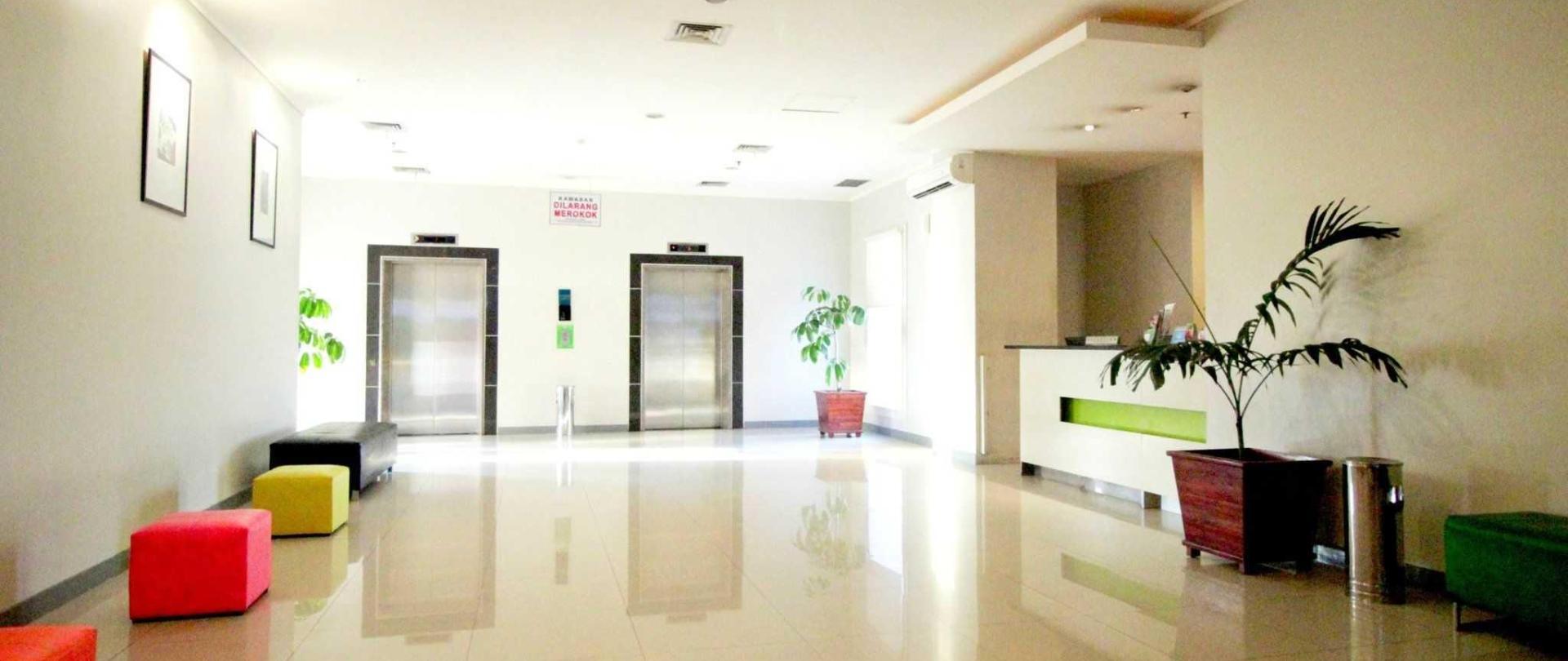 plaza-hotel-glodok-lobby.jpg